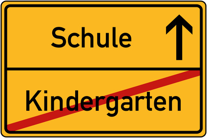 Ortstafel Kindergarten und Schule