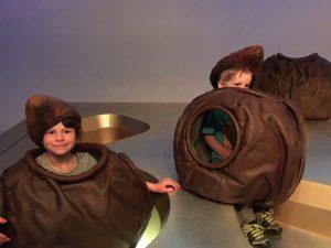 Beim Quatsch machen in der Schokoladefabrik Frey - meine zwei Süssen verkleidet als Pralinen